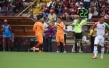 Danny Carvajal abandona la cancha por Mario Sequeira.